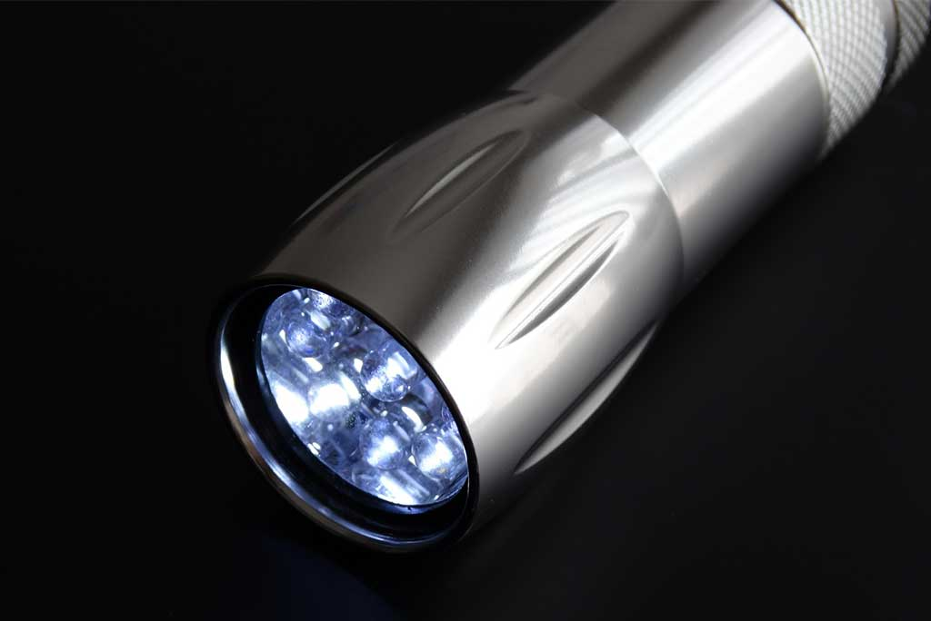 LED high-lumen handheld flashlight